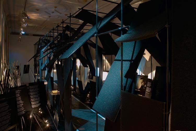 Adorno_2_Ausstellungsszenografie